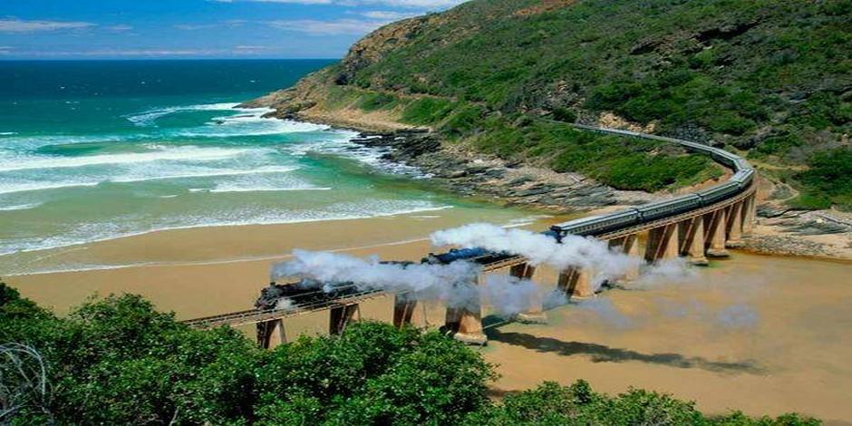 Train Bleu au bord de la mer
