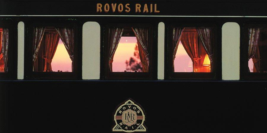 Le train à quai au coucher