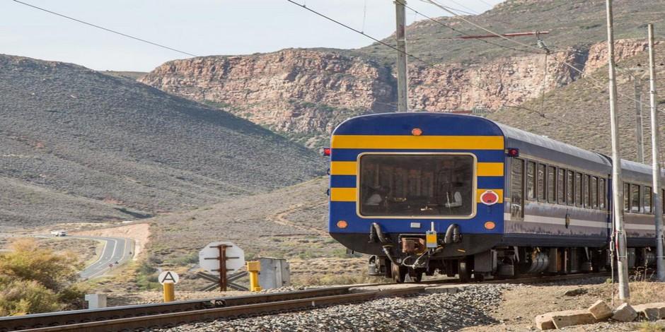 Train bleu en route