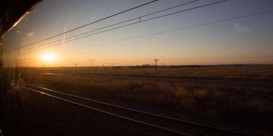 Vue de la fenêtre dans le Train Bleu