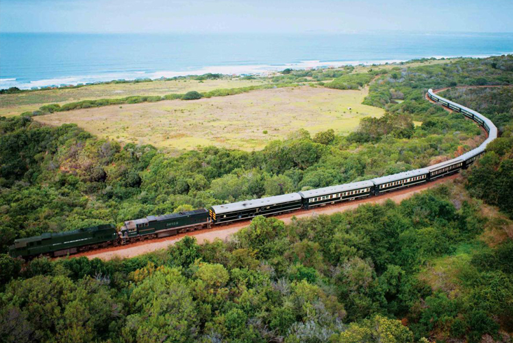 Train Shongololo Express au bord de la mer