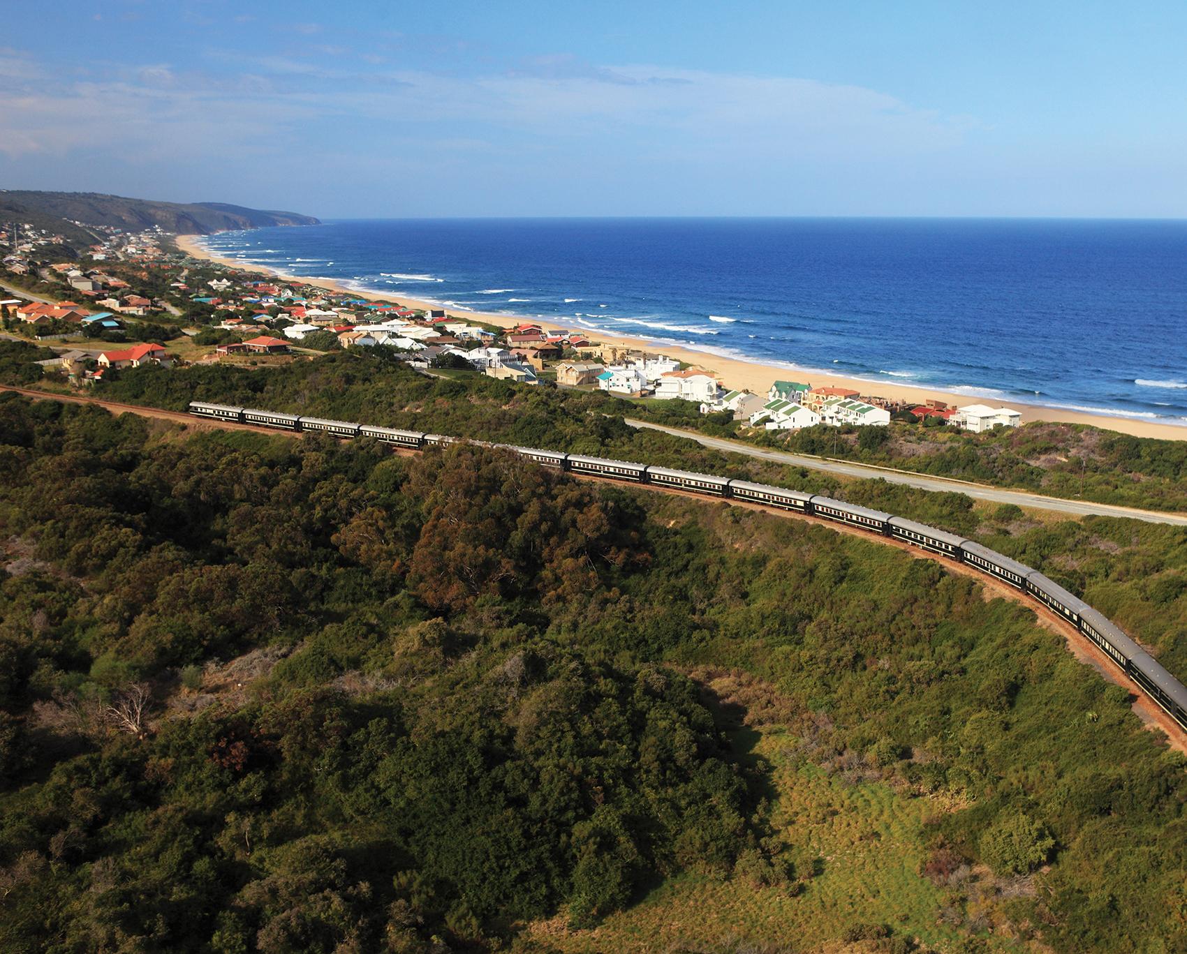 Train Shongololo Express en bord de mer